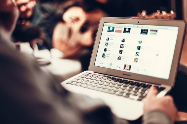 Strona internetowa sklepu – jakie elementy wpływają na zwiększenie sprzedaży?